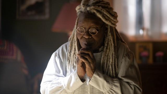 """""""The Stand"""" auf Starzplay: Wirkt etwas schräg: Die alte, weise Abigail, gespielt von Whoopi Goldberg."""