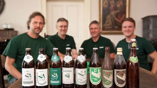 Brauereien im Landkreis Ebersberg: Sebastian, Gerd, Martin und Franz Otter haben 2019 das Ebersberger Schlossbräu wiederbelebt - vielleicht wird es bald auch wieder in der Kreisstadt selbst gebraut.