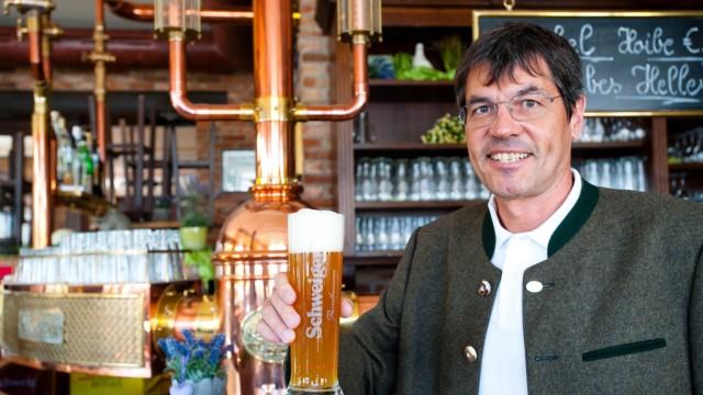 Brauereien im Landkreis Ebersberg: Erich Schweiger, Geschäftsführer der gleichnamigen Brauerei, rechnet mit einem Minus von 20 Prozent, aber durch Jammern werde es auch nicht besser, sagt er.