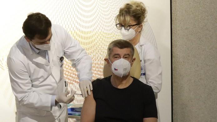 Coronavirus: Vorbildfunktion: Der tschechische Premier Andrej Babiš ließ sich als einer der ersten gegen Covid-19 impfen.