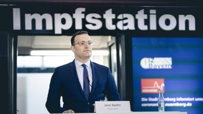 Bundesgesundheitsminister Jens Spahn (CDU) im Rahmen einer Pressekonferenz im Impfzentrum im Messezentrum in Nuernberg,