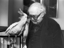 Friedrich Dürrenmatt with his cockatoo