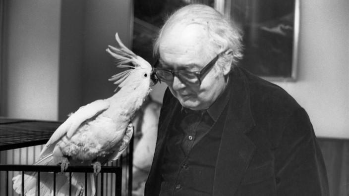 Friedrich Dürrenmatt with his cockatoo