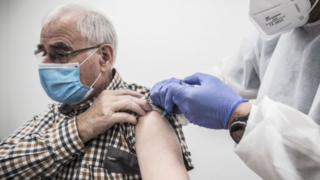 zu Corona: Start mobile Impfteams, Frankfurt, Bild x von x 27.12.2020 zu Corona: Start mobile Impfteams / Impfungen, Fra