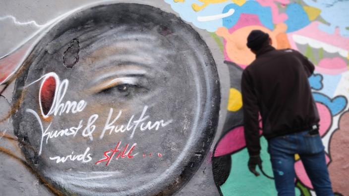 Mauerpark, Graffitimauer Deutschland, Berlin, 15.11.2020, Mauerpark, Graffitimauer, Graffiti: Ohne Kunst und Kultur wird