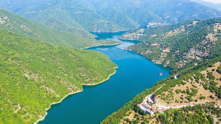 Aerial view on Green hills around Vacha dam. Pazardzhik, Pazardzhik, Bulgaria PUBLICATIONxINxGERxSUIxAUTxONLY CR_GRIV200
