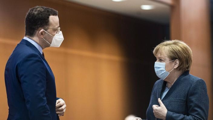(R-L) Angela Merkel, Bundeskanzlerin, und Jens Spahn, Bundesminister fuer Gesundheit, aufgenommen im Rahmen der woechen