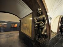 MOSKAU Metro U Bahn Metro Moskva Ausrichter FIFA Fussball WM 2018 *** Moscow metro U Bahn Metro Mosk
