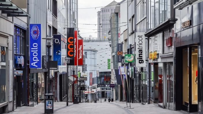 30.03.2020, Essen, Ruhrgebiet, Nordrhein-Westfalen, Deutschland - Menschenleere Einkaufsstrassen, Coronakrise, geschlos