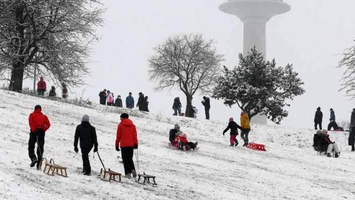 Neuschnee in München Neuschnee in München - sehr zur Freude der Kinder und deren Eltern - die viel Spaß beim Rodeln hab