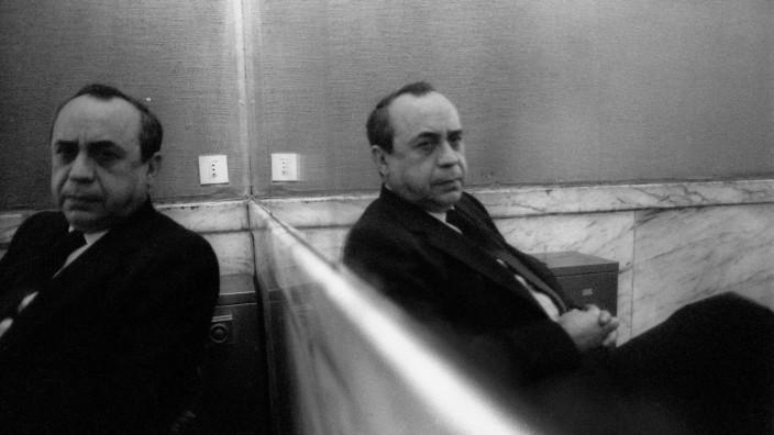Italian writer Leonardo Sciascia 1980 Lo scrittore Leonardo Sciascia 1980 AUFNAHMEDATUM GESCH
