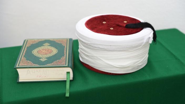 Koran in leerer Moschee in München während der Corona-Krise, 2020