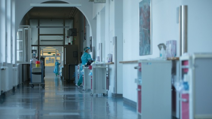 Am Flur der Corona Station (Normalstation nicht Intensiv) in der München Klinik Schwabing, Schwabinger Krankenhaus