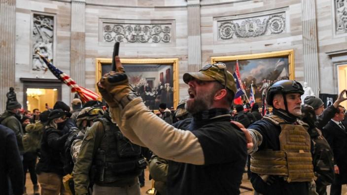 Trump und seine Fans: Selfies vom Aufruhr aus der Rotunde im Kapitol.