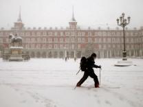 Schneefälle in Spanien: Mit den Skiern durch Madrid