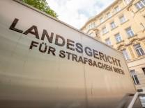 Landesgericht für Strafsachen Wien *** Court for criminal cases Vienna Landesgericht Wien: Schriftzug ,,Landesgericht fü
