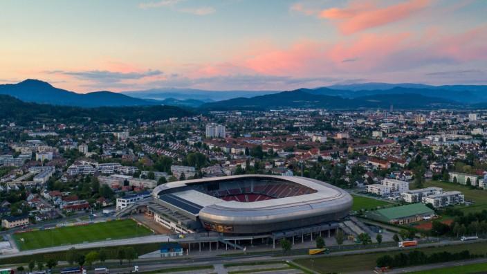 Klagenfurt THEMENBILD Die Woerthersee Arena mit dem Sportpark Klagenfurt aus der Vogelperspektive