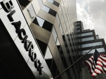 FILE PHOTO: A BlackRock Inc sign on its New York offices