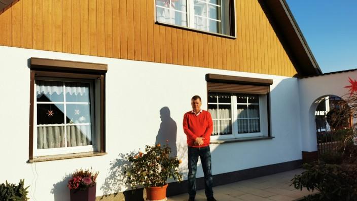 Holger Schreiber, der in einem Haus aus Stahl wohnt
