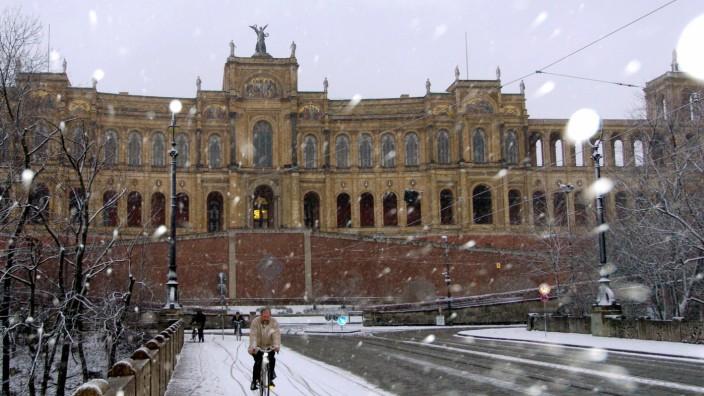 Schnee vor dem Maximilianeum, 2004