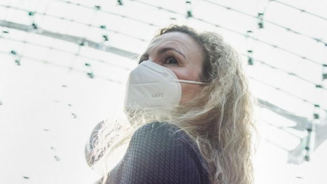 Frau mit einer FFP2-Maske