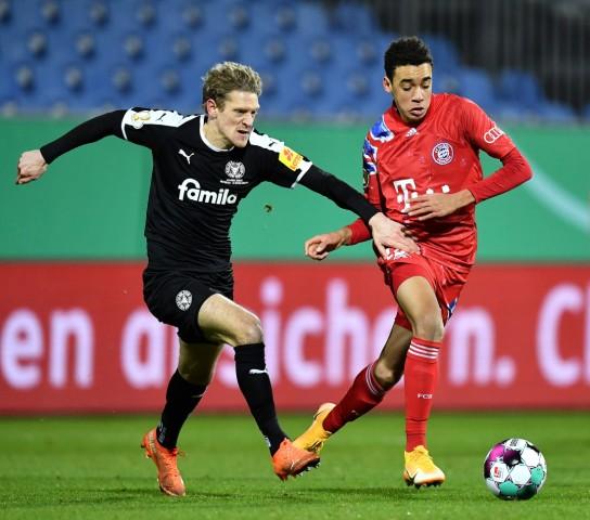 Holstein Kiel v Bayern Muenchen - DFB Cup: Second Round