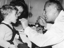 Erste Schluckimpfung gegen Kinderlähmung in Österreich, 1961