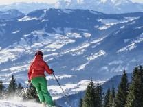 Skifahrer im Skigebiet Hochhäderich
