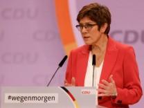CDU-Parteitag: Kramp-Karrenbauer ruft CDU zu Geschlossenheit auf