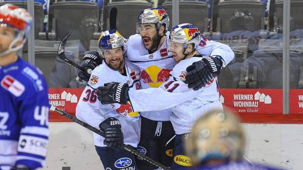(v.l.n.r.) Yannic Seidenberg (Red Bull Muenchen) Trevor Parkes (Red Bull Muenchen) Kalle Kossila (Red Bull Muenchen) GE