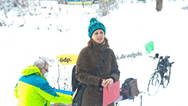 Markt Schwaben: Charlotte Schmid, 43, aus Poing am Sonntag bei der Aufstellungsversammlung der ÖDP am Markt Schwabener Kirchweiher.