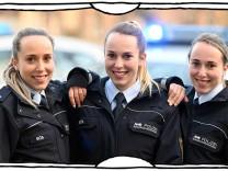 """SZ-Kolumne """"Bester Dinge"""": Eins, zwei, drei, Polizei"""