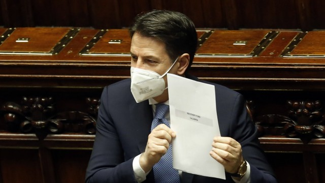 The Italian Premier Giuseppe Conte showing the Recovery Found for the Calabria region during the information at the Low