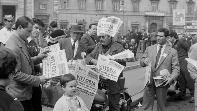 3 MAY 1963 A NEWSPAPER SELLER DISTRIBUTES COPIES OF L UNITA ANNOUNCING THAT THE COMMUNIST PARTY GAIN