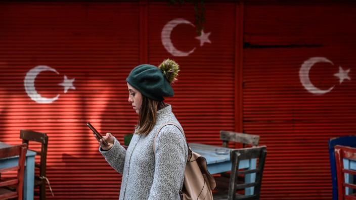 Social Media: Plattformen mit mehr als einer Million Nutzer in der Türkei sollen eine Niederlassung im Land gründen und sich nach nationalen Gesetzen richten. Um das zu erreichen, übt Ankara jetzt Druck auf Twitter aus.