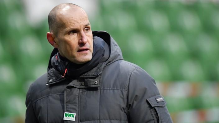 FC Augsburg: Trainer Heiko Herrlich beim Bundesliga-Spiel gegen Werder Bremen