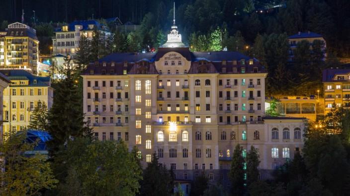 Grand Hotel de l Europe, ehemaliges Hotel bei Nacht, Bad Gastein, Nationalpark Hohe Tauern, Österreich, Europa *** Grand