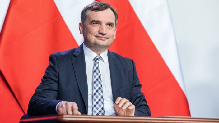 The leaders of three parties in Poland s conservative coalition government signed a new coalition agreement in Warsaw Zb
