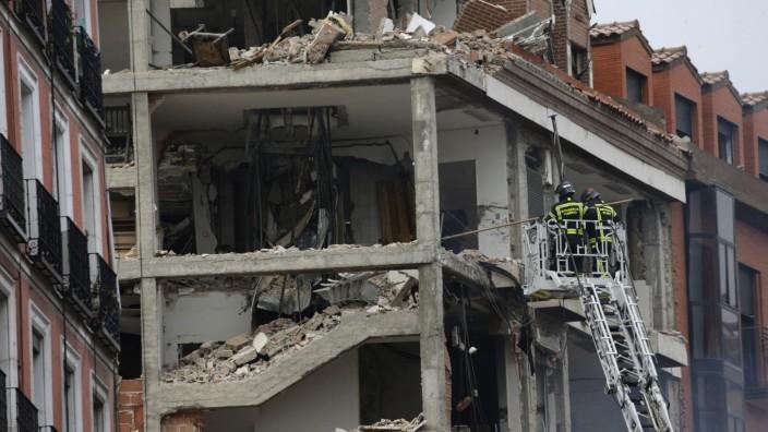 Zerstörtes Gebäude nach einer Explosion in Madrid 2021