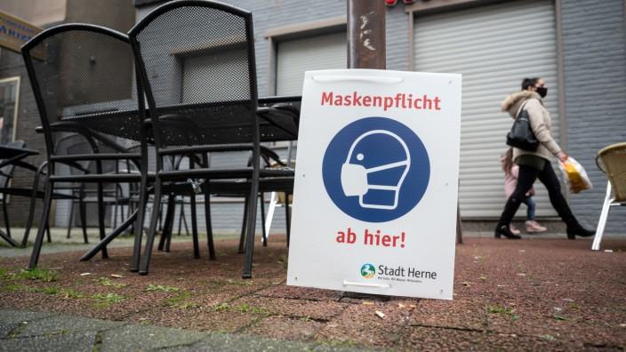 Coronavirus in Deutschland: Schild in Herne für Einhaltung der Maskenpflicht