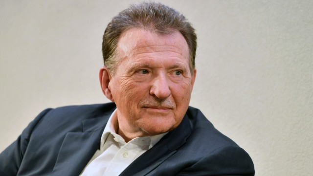 Dr. Eberhard Sasse, Praesident der IHK, Einzelbild,angeschnittenes Einzelmotiv,Portraet,Portrait,Porträt. Munich Economi