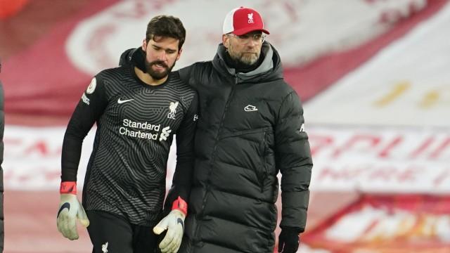 FC Liverpool: Jürgen Klopp und Torwart Alisson nach der Heim-Niederlage gegen Burnley 2021