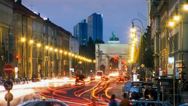 München, Stadtansicht, Innenstadt, Zentrum, Ludwigstraße, Siegestor, Ludwigskirche, Highlight Towers, Hochhaus, Schwabi