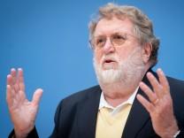 """Coronavirus in Deutschland: Stiko-Chef: Keine Impfungen nach """"Gutsherrenart"""""""
