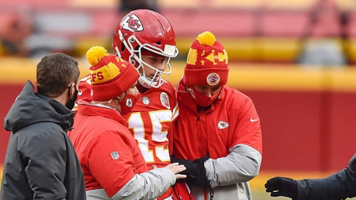 January 17, 2021, Kansas City, MO: Kansas City Chiefs quarterback Patrick Mahomes is helped of the field after being hi