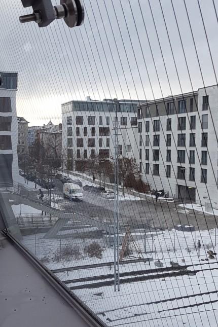 Radweg vom beziehungsweise zum Arnulfsteg soll einmal hier verlaufen: Blick vom Arnulfsteg und der Philipp-Loewenfeld-Straße  über die Landsberger Straße Richtung Bergmannstraße