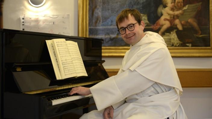 Theatinerkirche : Musikalischer Leiter Robert Mehlhart