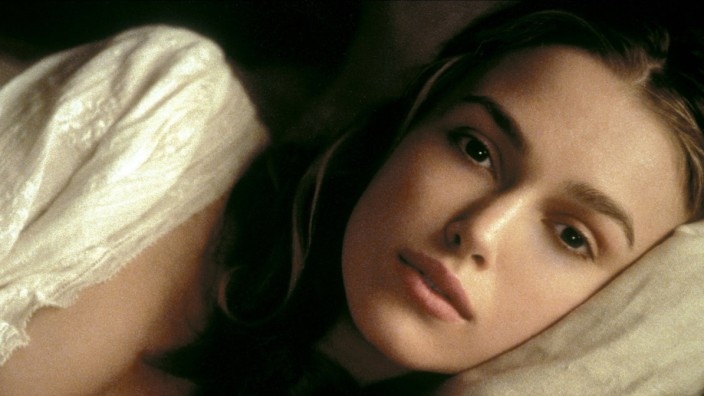 Keira Knightley Characters: Elizabeth Swann Film: Pirates Of The Caribbean: The Curse Of The Black Pearl (USA 2003) Dire