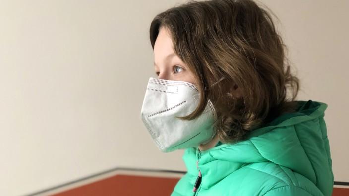 Coronavirus: Sollten nicht eigentlich Menschen über 60 mit FFP2-Masken ausgestattet werden? Auch viele Kinder und Jugendliche bekommen die Coupons zugeschickt.