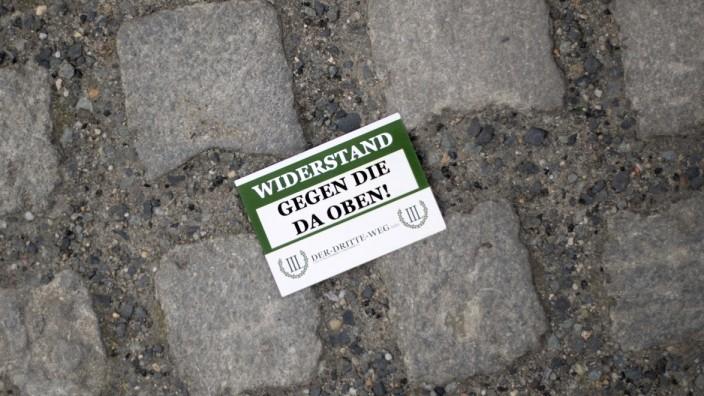 Corona - Protest Against Restrictions DEU, Deutschland, Germany, Berlin, 23.05.2020 Fallen gelassene Karte Widerstand Ge